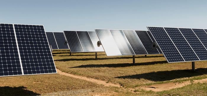 中国で建設中の太陽光発電イメージ