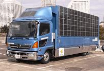 太陽光発電で電源供給するトラック、熊本地震の被災地に派遣の写真