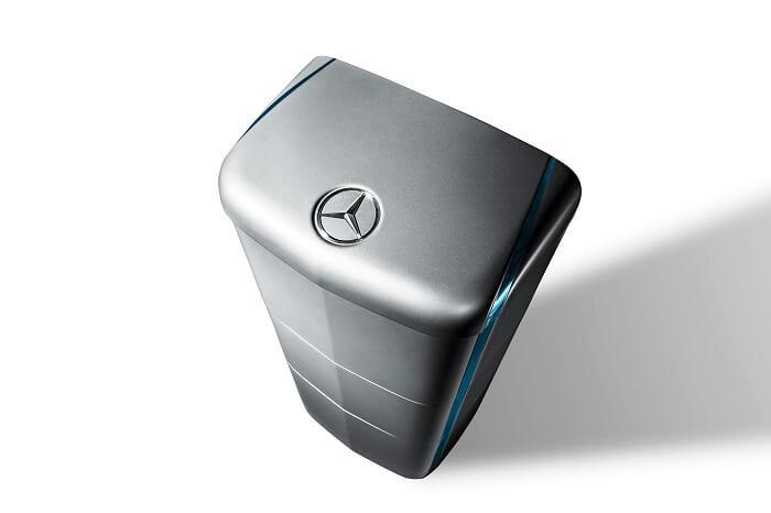 「メルセデスベンツ」エンブレムの蓄電池