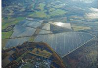 蓄電池を併設するメガソーラーとしては国内最大級、リチウムイオン電池の容量は17.5MWhの写真