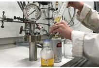 ビールを原料として持続可能なガソリン代替品を製造、ブリストル大学発表の写真
