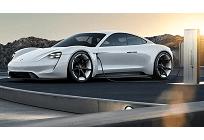ポルシェ初の電気自動車「Taycan」、2019年から生産予定、日本では2020年に発売の写真